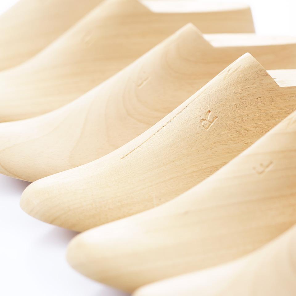 【ポイント1】靴と同じ木型で制作