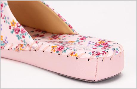 9387婦人用人気の室内履き2.足裏を優しく支えるフットベットインソール